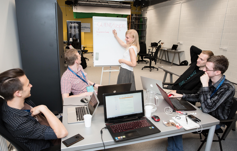 """Jau rytoj vyksiančio """"Hacker Games"""" hakatono dalyviams talkins profesionalūs mentoriai"""