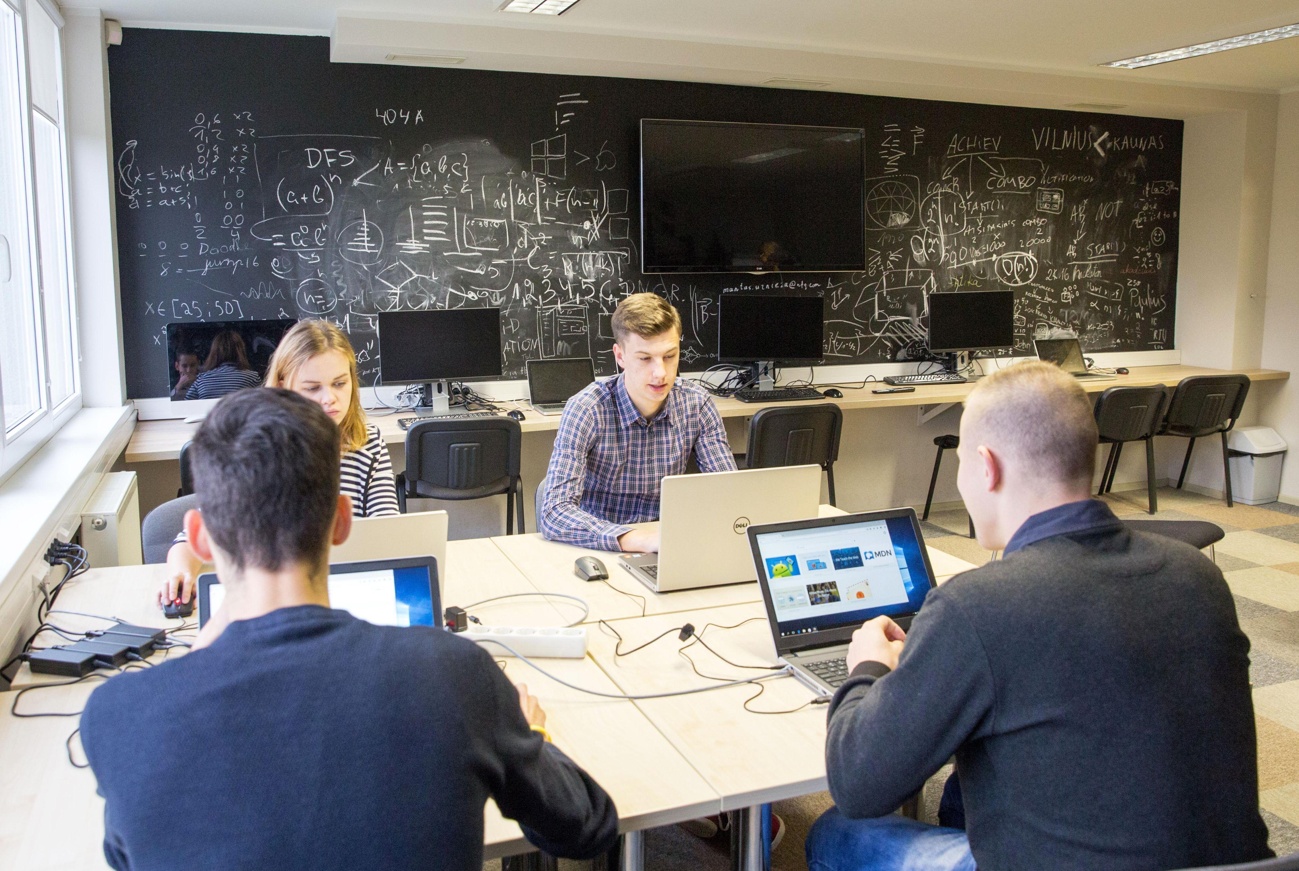 """KTU informatikai internetinių mokymų portalu """"Pluralsight"""" naudosis nemokamai"""