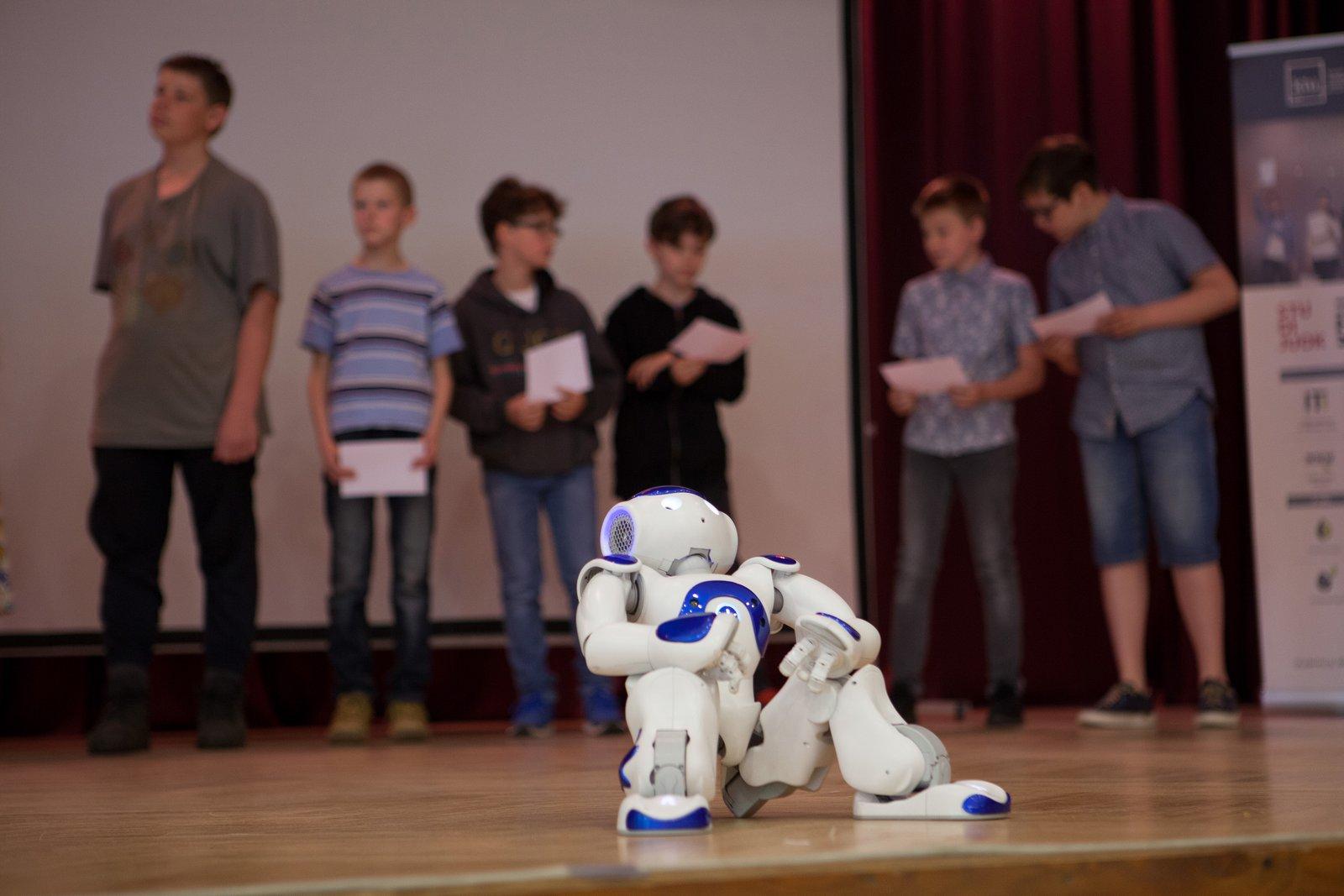 Moksleivių kompiuterinį raštingumą stiprinanti KTU Jaunųjų kompiuterininkų mokykla išleido jau 23-ią laidą
