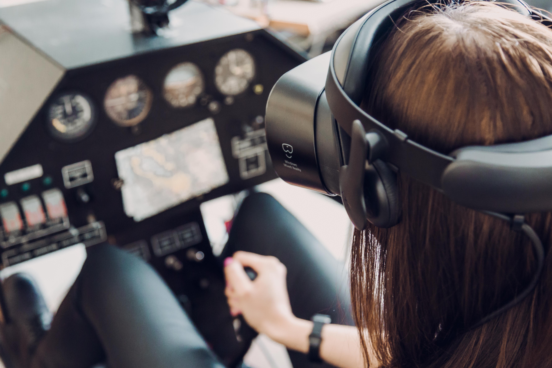 """Parodoje """"STUDIJOS 2019"""" – galimybė virtualioje realybėje pilotuoti lėktuvą virš Vilniaus"""