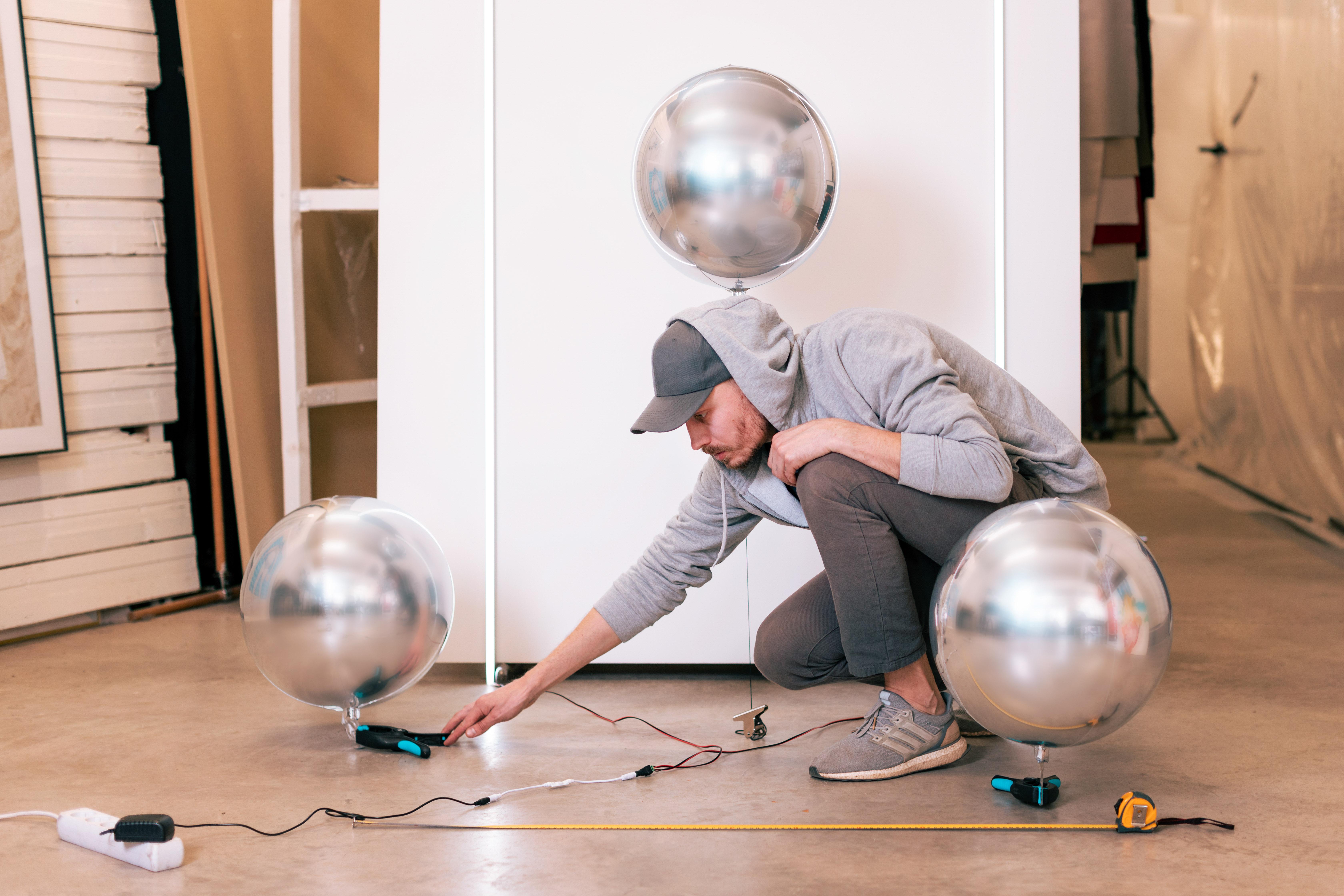 """Tadao Cern ir """"Huawei"""" duetas lietuviams pirmą kartą pristato žymiąją balionų instaliaciją"""