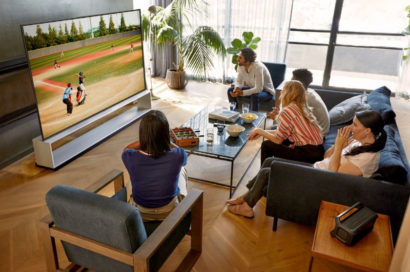 Kino filmų, sporto renginių bei žaidimų atgaivinimas naujais būdais, tam panaudojant naujuosius OLED televizorius