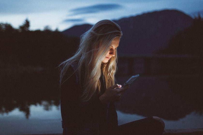 Du trečdaliai žmonių jaučia priklausomybės telefonui požymius: testas padės pasitikrinti