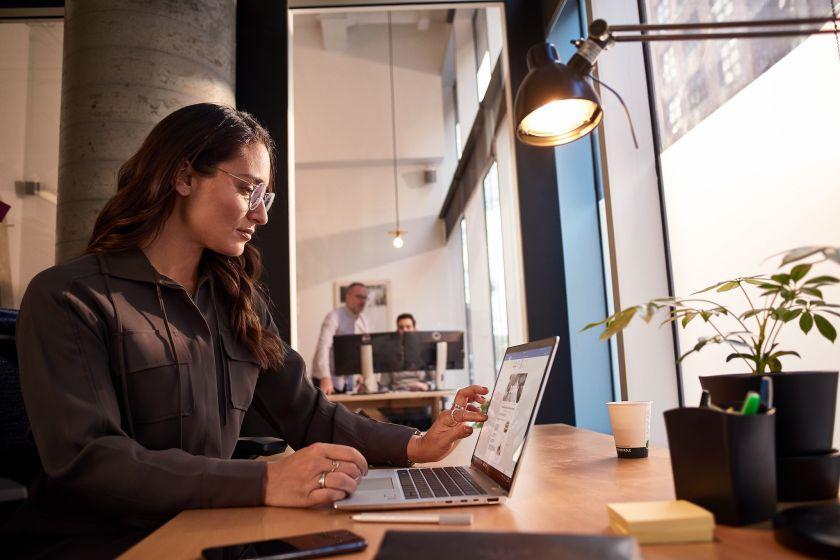 Tyrimas: dirbtinis intelektas padeda verslui klestėti – 85 proc. vadovų pastebi DI naudą
