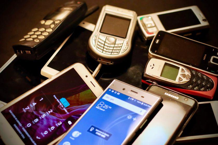 """Telefonai, pakeitę istoriją: nuo kultinio """"Nokia 3310"""" iki išmaniųjų """"tėvo"""" """"iPhone 1"""""""