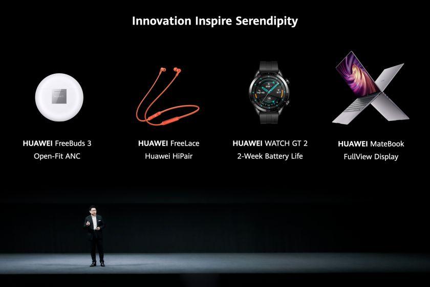 """""""Huawei"""" pasauliui pristatė 6 naujus įrenginius: laikrodžius, nešiojamus kompiuterius ir bevieles ausines"""