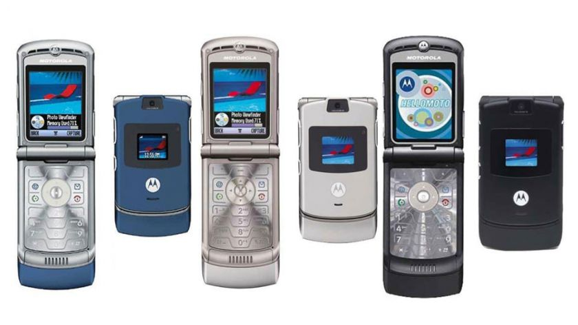 Mados sugrįžta: kodėl kadaise populiarumą praradę sulenkiami telefonai vėl madingi?