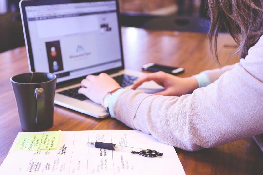 Mokytis negalima nuobodžiauti – kur dėsite kablelį? Išmanūs patarimai studijoms nuotoliniu būdu
